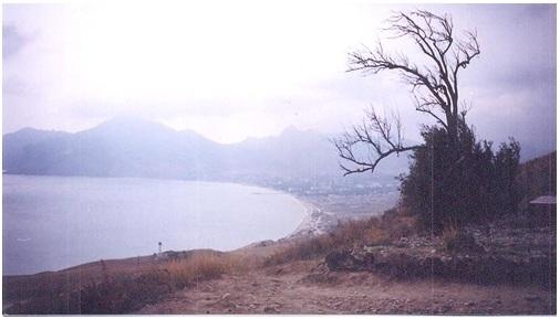 Вид открывающийся на посёлок Коктебель от могилы Максимилиана Волошина.