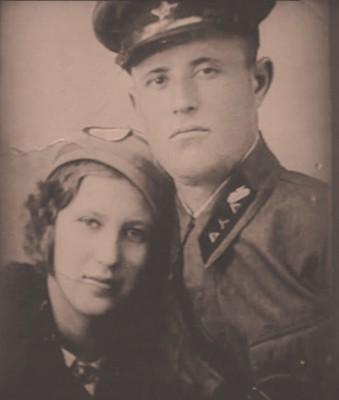 Старший сержант Дмитрий Малько с женой 1941 год.