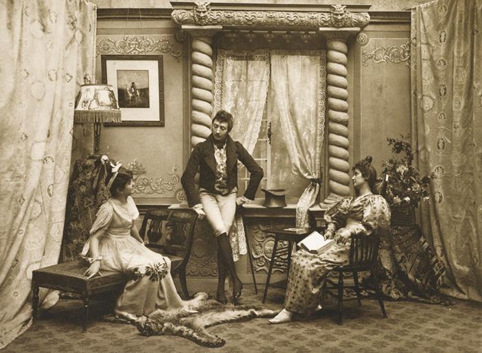 Граф Александр Тышкевич, родственник Бенедикта Тышкевича, во время светской беседы в одном из польских салонов в 1898 г.