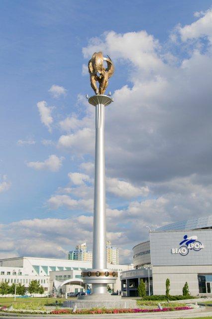 Стела«Триумф» и Аллея олимпийской славы у культурно-спортивного комплекса «МинскАрена»,