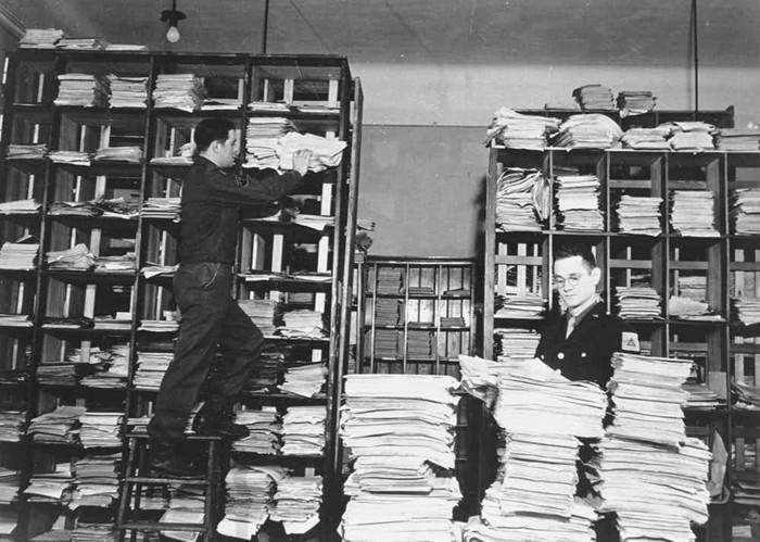 Комната нюрнбергского Дворца правосудия, в которой были собраны представленные на процессе доказательства вины обвиняемых нацистских преступников