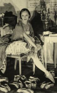 Анна Павлова в гримерной.